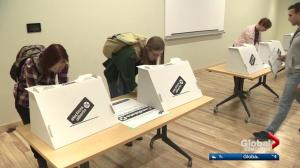 Albertans head out in droves to cast advance vote