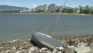 Windstorm leaves boats washed up on Vancouver's Kitsilano beaches