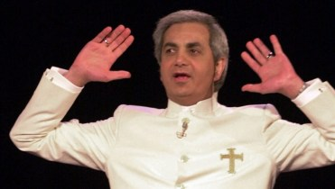 Irs Raids Offices Of Preacher Benny Hinn National Globalnewsca