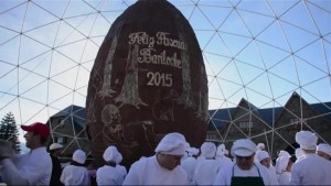 Footage of world's biggest Easter egg in Argentina