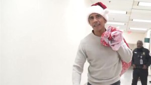 Barack Obama serves as 'Stand-in Santa' for children's hospital