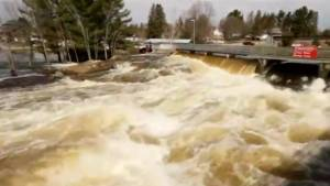 High water levels create dangerous conditions around Ontario locks and dams (00:55)