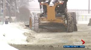 City crews hit Edmonton streets to clear weekend snowfall