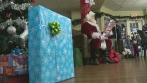 Santa visits Ronald McDonald House (02:17)