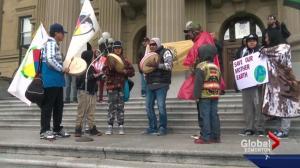 Edmontonian rally against North Dakota pipeline