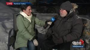 Edmonton's 'freezing father' gets encouragement as he braves cold temperatures