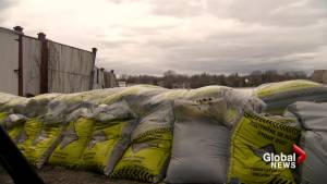 Île-Perrot under pressure as flooding continues