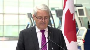 Garneau outlines 'minimum standards' for Canadian air carriers