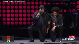Stevie Wonder took a knee after Trump attacks NFL players protesting anthem