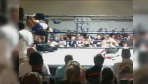 Pro wrestlers smash and slam in Kelowna to fundraise for college basketball