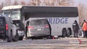 Bus, van crash head-on near Collingwood, 8 taken to hospital (00:37)