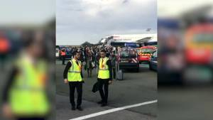 False alarm incident on British Airways plane at Paris airport (00:30)