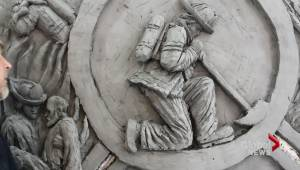 Ontario artist carving tribute for Fort McMurray firefighters