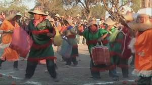 RAW: Mexican town celebrates start of sowing season with orange-throwing battle