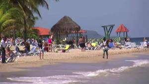 Winnipeggers still flocking to sun and sand despite travel warnings