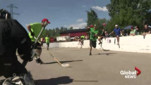 Calgarians hold charity hockey tournament to raise money for Humboldt crash victims