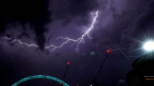 Lightning storms in U.K. disrupt London airport travel