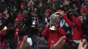 Toronto FC leads crowd in Viking clap to celebrate MLS Cup win