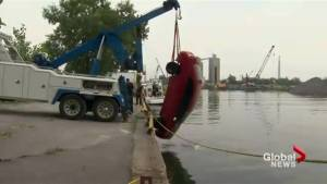 Divers recover body after vehicle plunges into Lake Ontario
