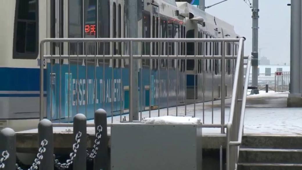 Click to play video 'Edmonton councillors debate future of public transit'
