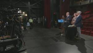 PQ leader throws support behind Robert Lepage (02:14)