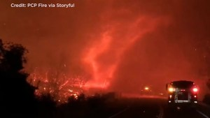 'Firenado' swirls amid California's deadly Carr Fre