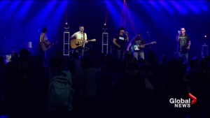 Country music fans meet favourite stars at FanFest in Saskatoon