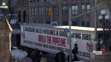 Large pro-pipeline truck convoy protests federal oil
