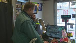 Okanagan business owner stops daylight robbery (01:46)