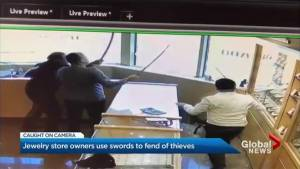 Mississauga jewelry store workers fend off would-be robbers with swords