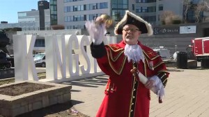 Kingston's town crier welcomes new royal baby
