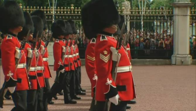 quebec s royal 22nd regiment guards buckingham palace as guard