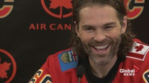 RAW: Jaromir Jagr signs with the Calgary Flames