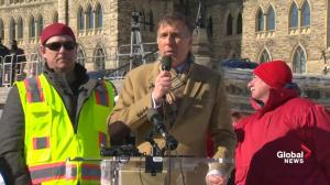 Maxime Bernier rallies against Trudeau, Scheer over pipeline stance at convoy rally
