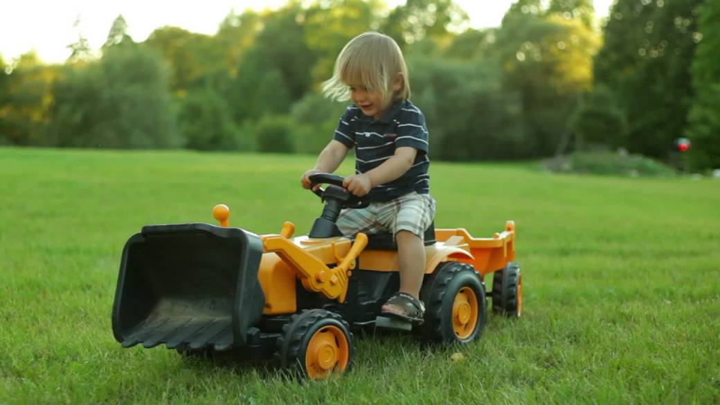 Missing toddler drives himself to county fair on toy tractor