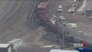 CP Rail apologizes for train derailment in southeast Calgary (02:23)