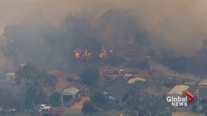 Australian bushfires destroy buildings during heatwave