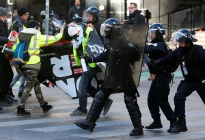 Yellow vest protesters clash with riot police during 11th weekend of protests