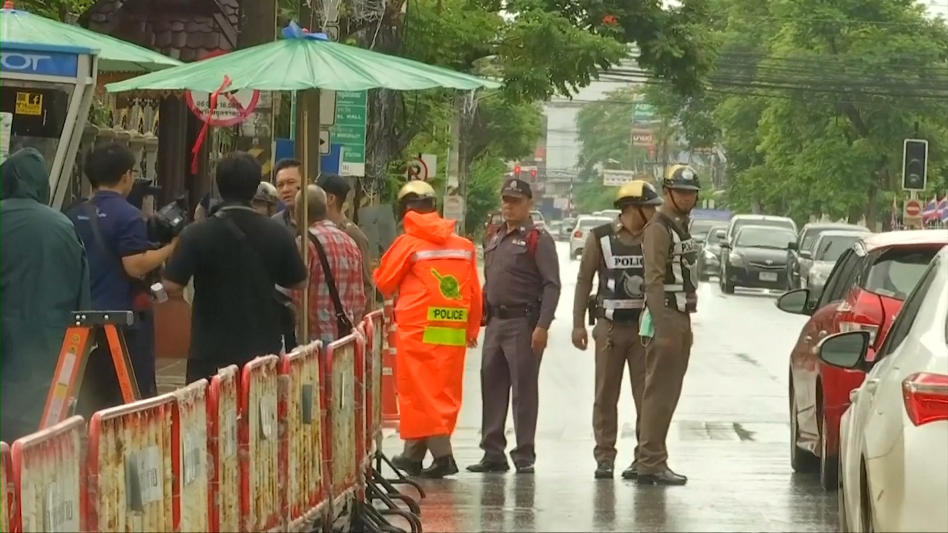 Rain adds urgency to rescue of last five trapped in cave