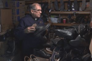 Montreal priest doubles as a cobbler for the homeless