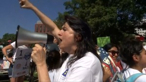 Outside White House, protesters call for immigration reform