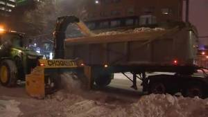 Snow removal operations begin in Montreal (01:19)