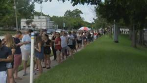 Hundreds of people line up to donate blood for Orlando shooting victims
