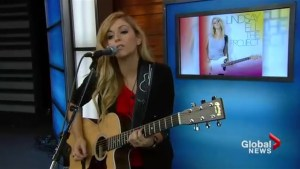 Lindsay Ell performs Criminal on The Morning Show