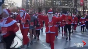 Hundreds of Santas take part in 10K run in France
