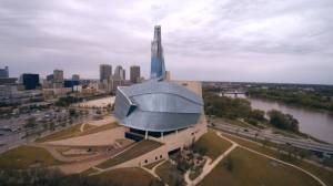 A Winnipeg couple showcases the best of the city through bus tours (02:15)