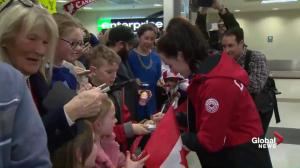 Scott Moir, Tessa Virtue sign autographs, take photos with fans after arriving in London, Ont.
