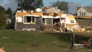 People picking up the pieces after tornado rips through Ottawa neighbourhood