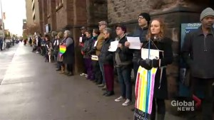 People of all faiths gather to form 'Circles of Peace' around Jewish synagogues
