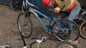 Volunteers refurbish bikes from Saskatoon landfill